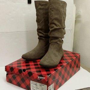 Women's textile boots size 8.5